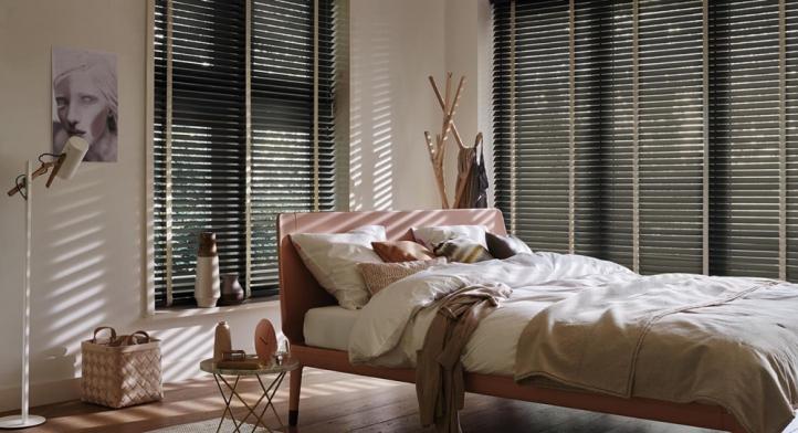 Country Woods: persiana de madeira nobre oferece quatro novas cores
