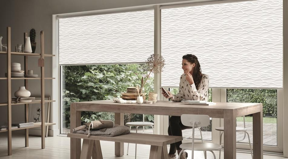 Mude a decoração da casa com cortinas rolô estampadas